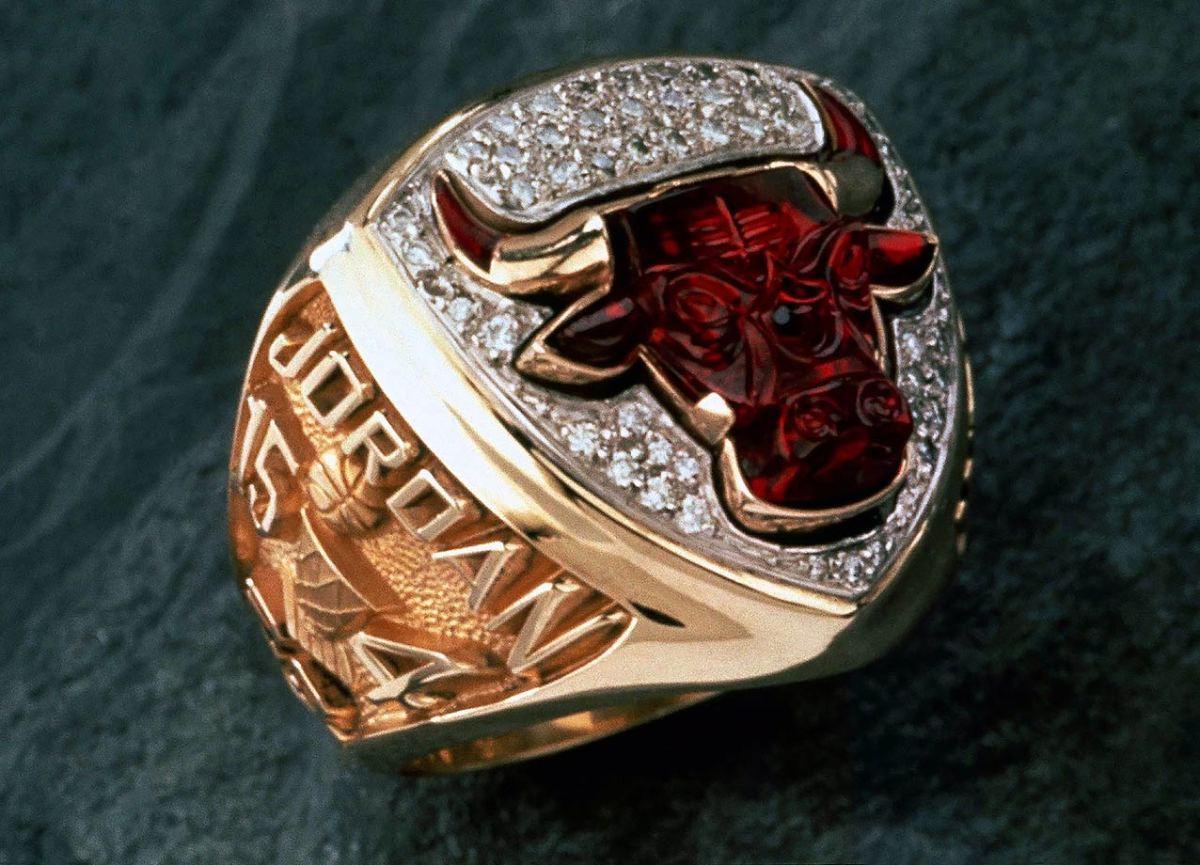 1993-Chicago-Bulls-NBA-Championship-ring.jpg