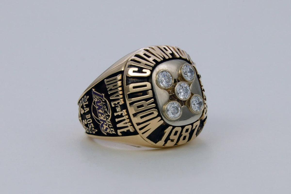 1987-Los-Angeles-Lakers-NBA-Championship-ring.jpg