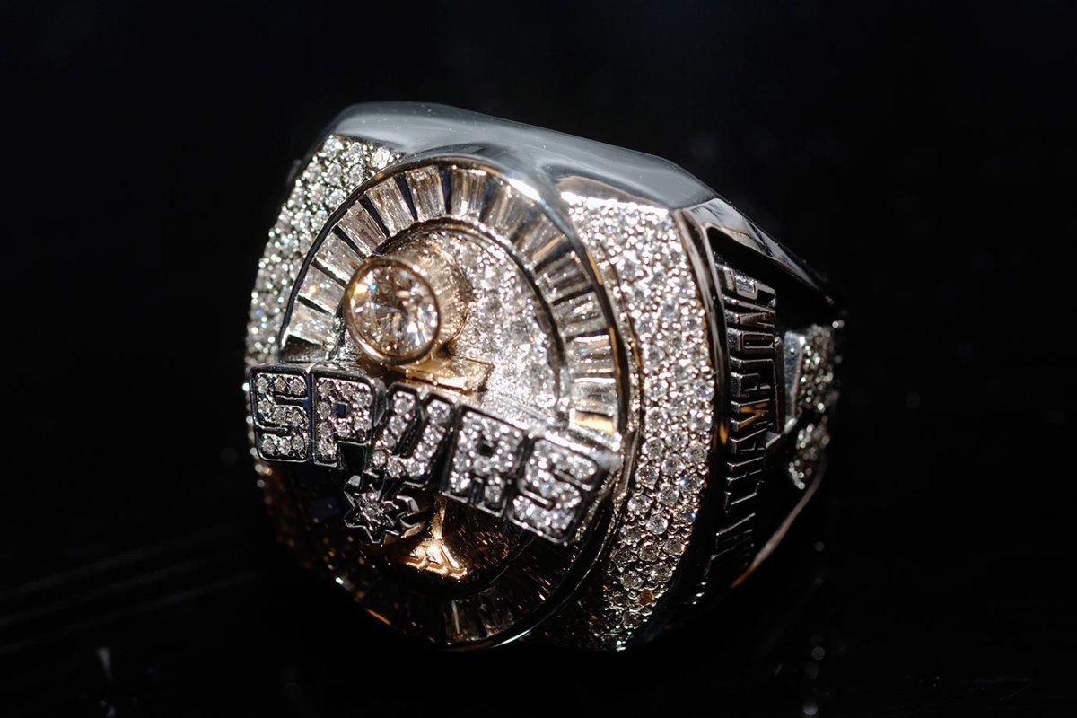2005-San-Antonio-Spurs-NBA-Championship-ring.jpg