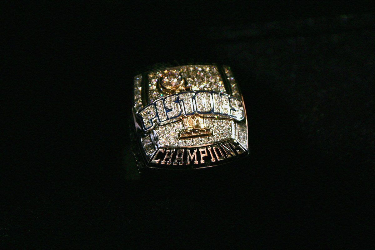 2004-Detroit-Pistons-NBA-Championship-ring.jpg
