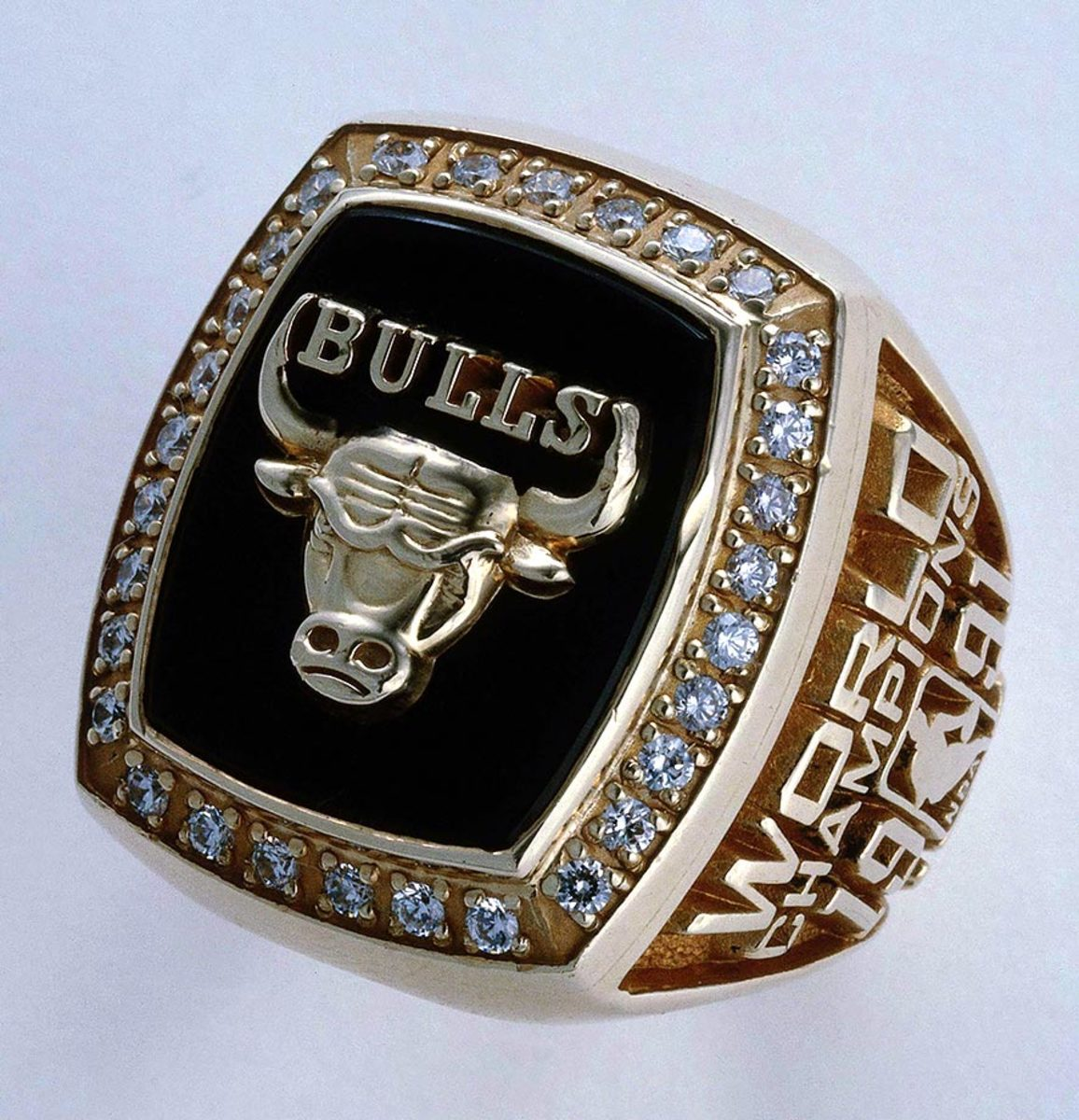 1991-Chicago-Bulls-NBA-Championship-ring.jpg