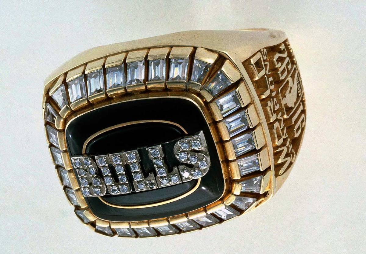1992-Chicago-Bulls-NBA-Championship-ring.jpg