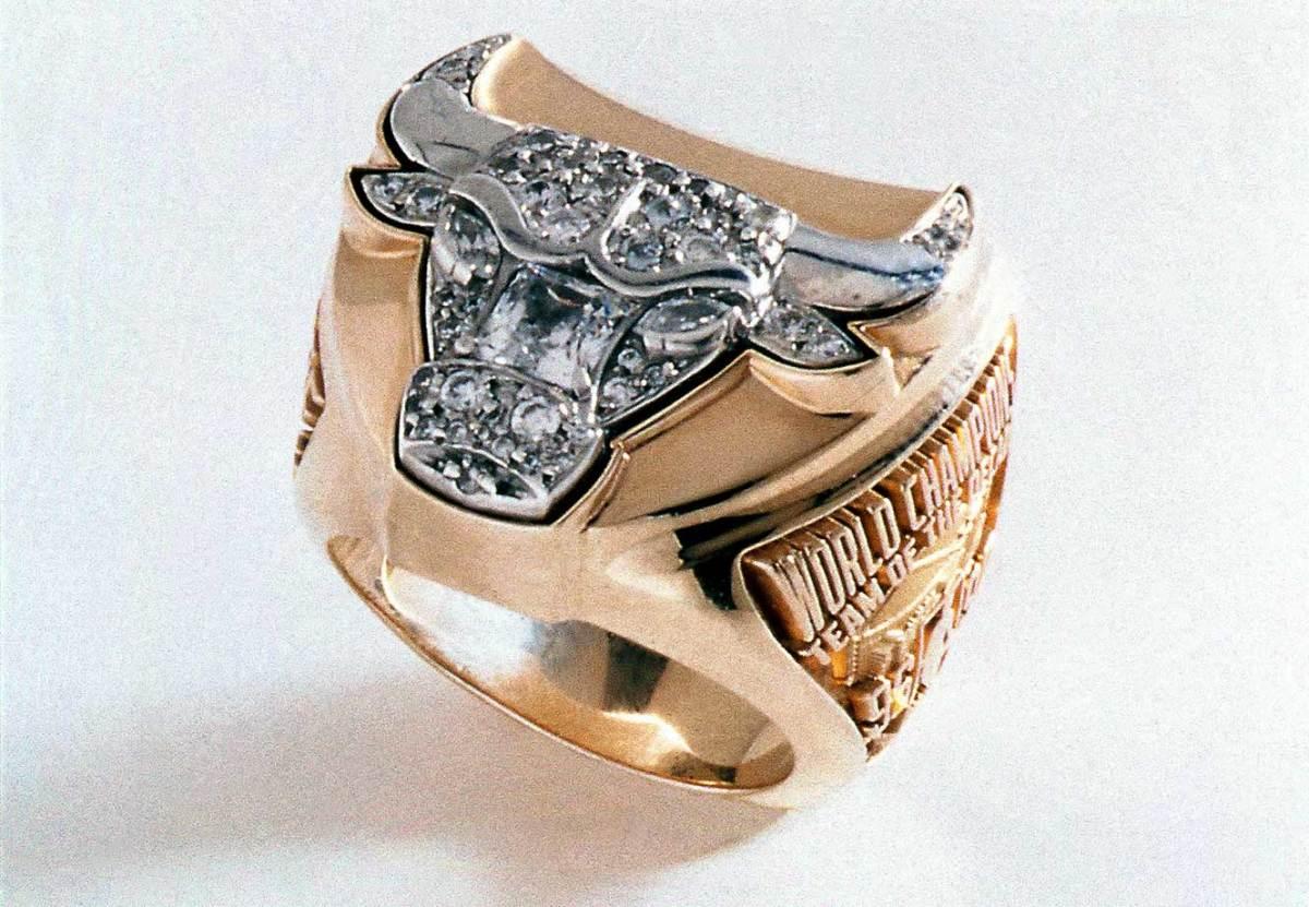 1997-Chicago-Bulls-NBA-Championship-ring.jpg