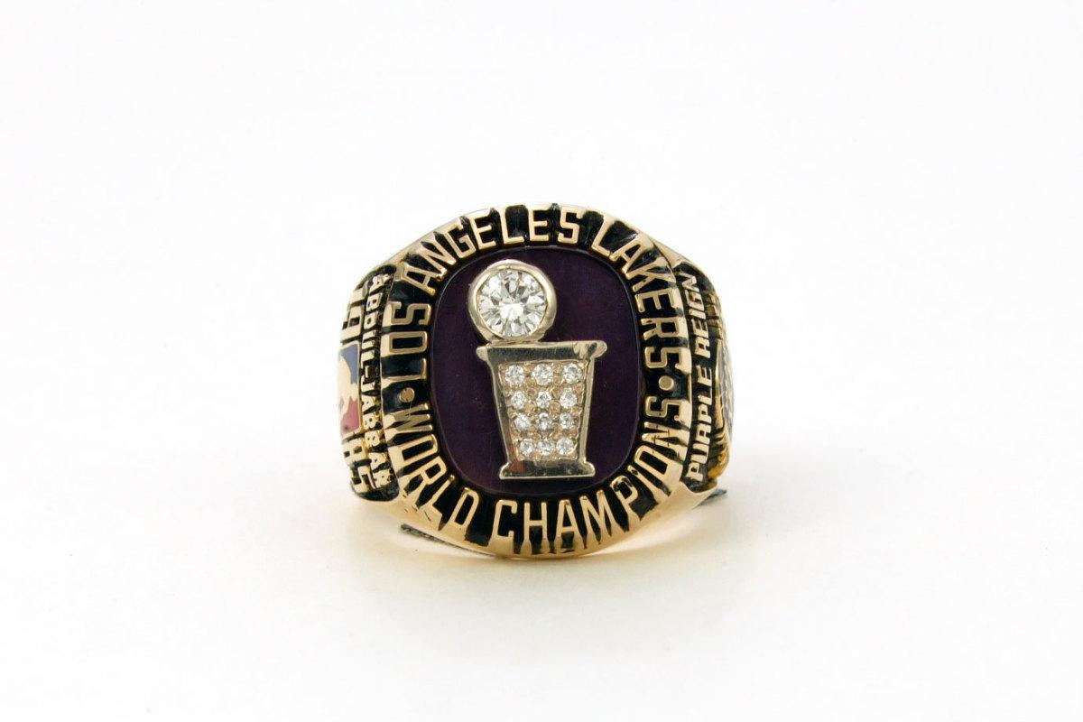 1985-Los-Angeles-Lakers-NBA-Championship-ring.jpg