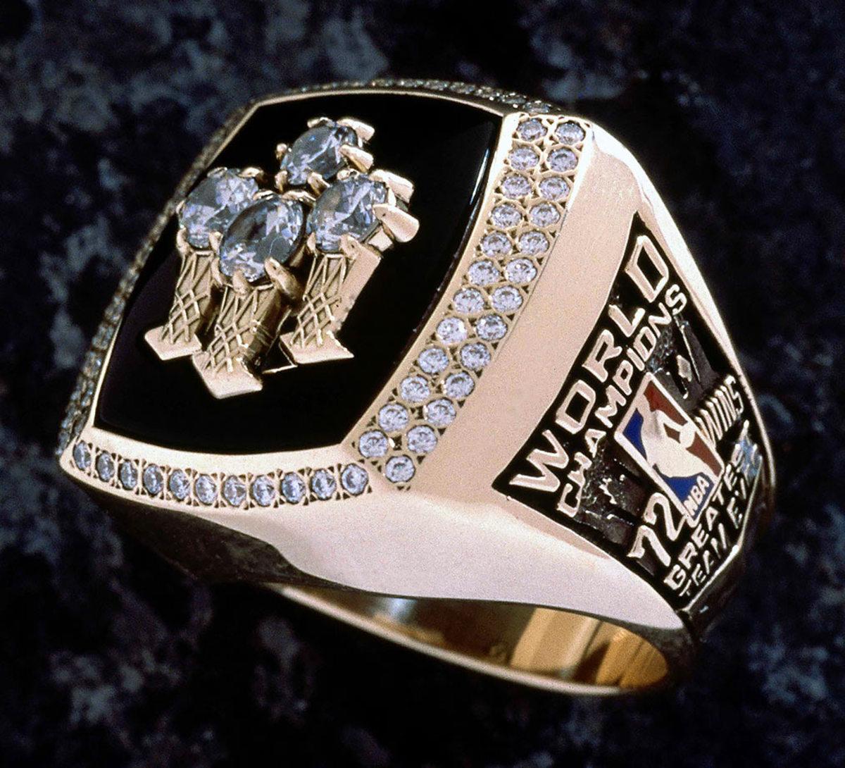 1996-Chicago-Bulls-NBA-Championship-ring.jpg