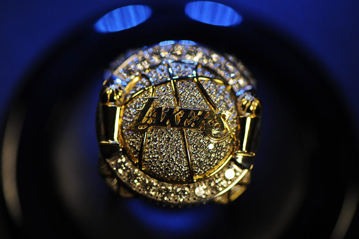 2010-Los-Angeles-Lakers-NBA-Championship-ring.jpg
