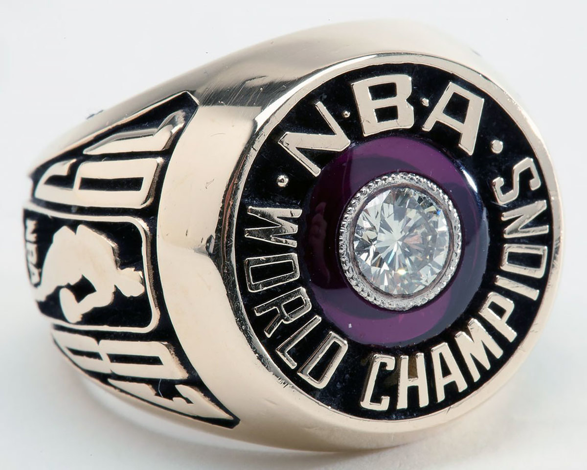 1983-Philadelphia-76ers-NBA-Championship-rings.jpg
