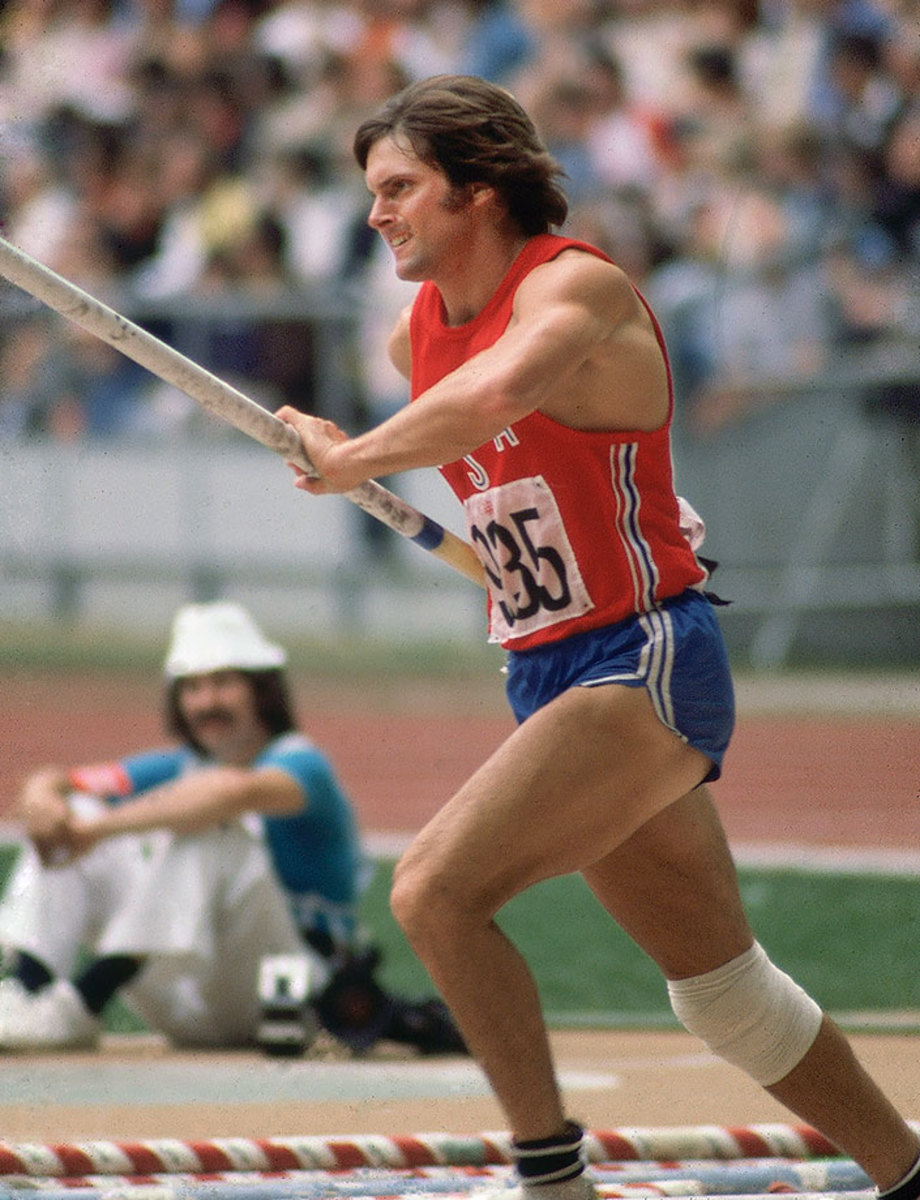 1976-0730-Bruce-Jenner-Decathlon-Pole-Vault-001095252.jpg