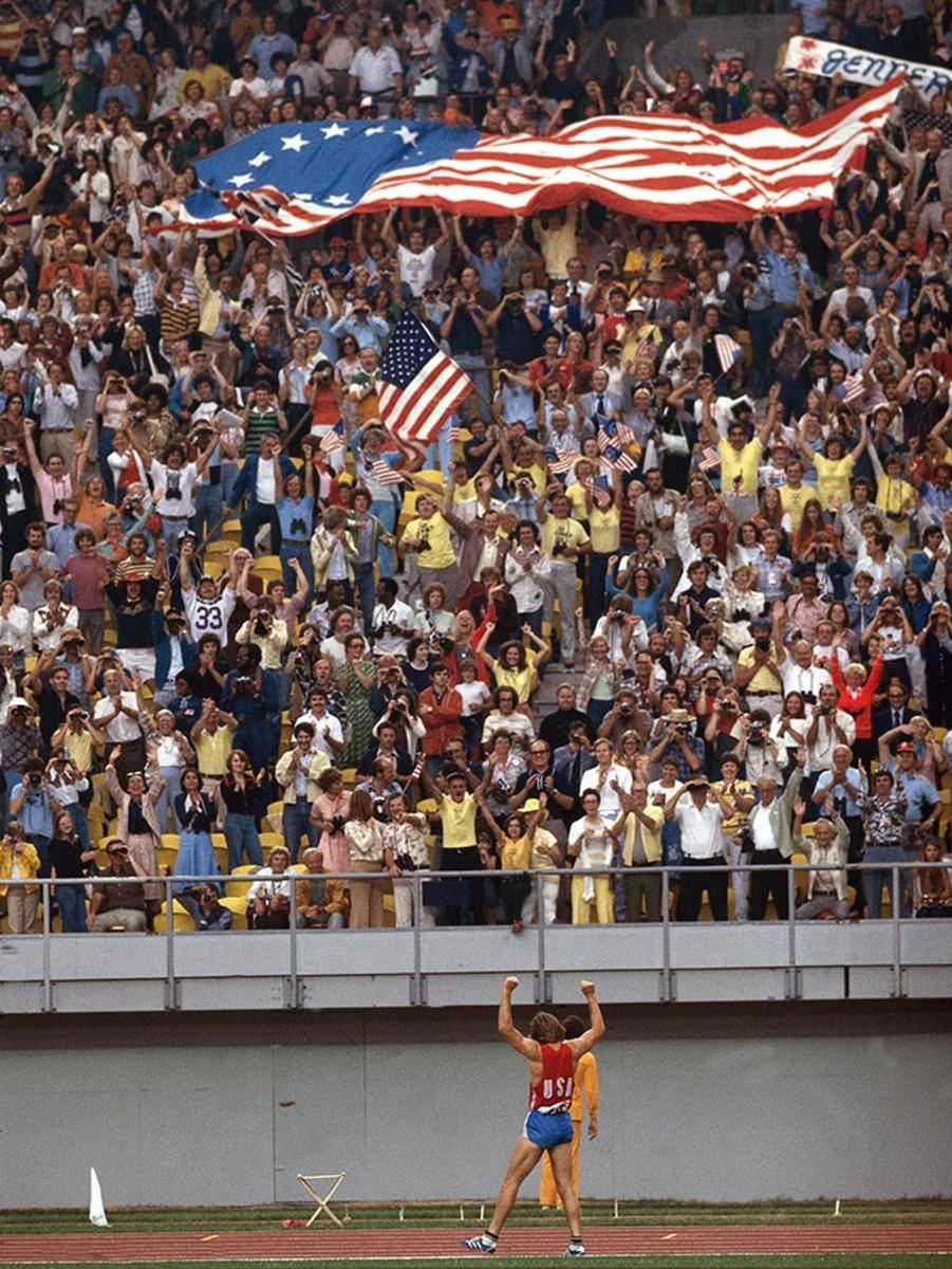 1976-0730-Bruce-Jenner-Decathlon-080060721.jpg