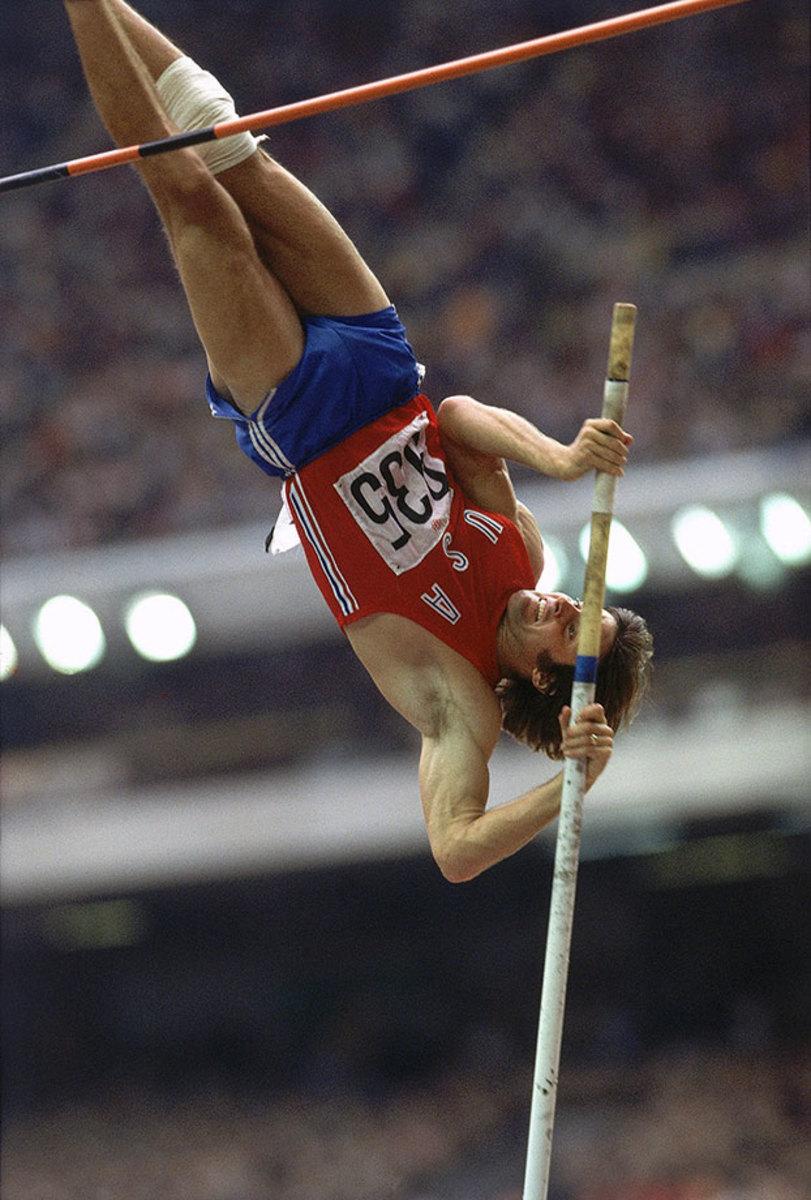 1976-0730-Bruce-Jenner-Decathlon-Pole-Vault-001249673.jpg