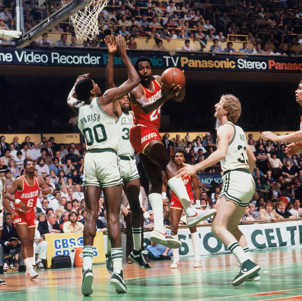 1981-Moses-Malone-Robert-Parish-Larry-Bird-079005630.jpg