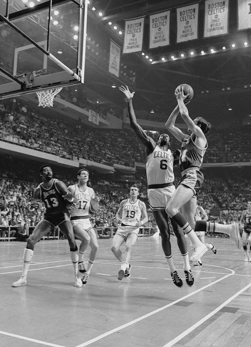 1969-Boston-Celtics-Bill-Russell-Los-Angeles-Lakers-Jerry-West-080094653.jpg