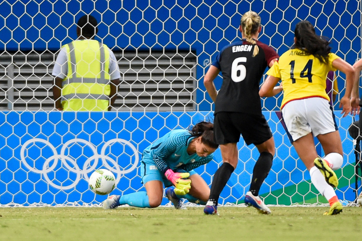 hope-solo-usa-colombia-gaffe-gallery.jpg