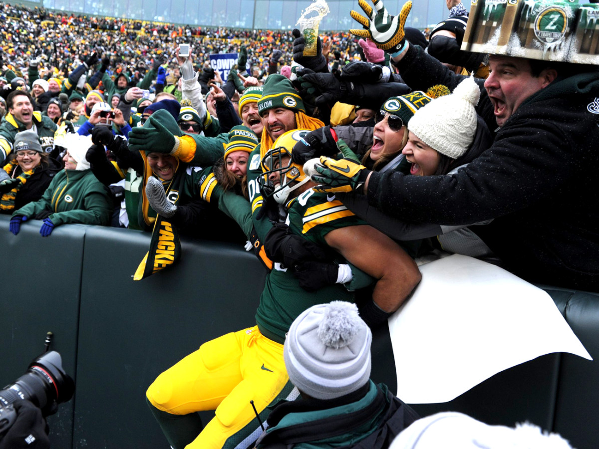 Richard Rodgers needed some help for his playoff TD leap in January 2015.