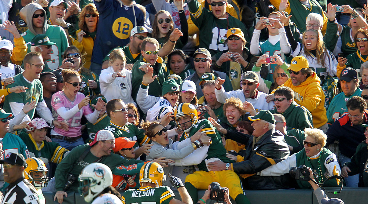 Aaron Rodgers take the plunge in October 2010.