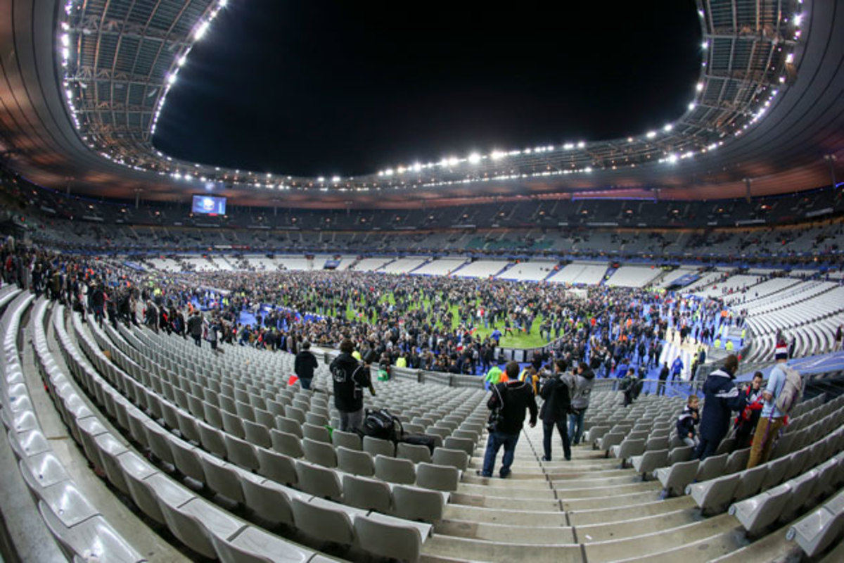 france-fans-field.jpg