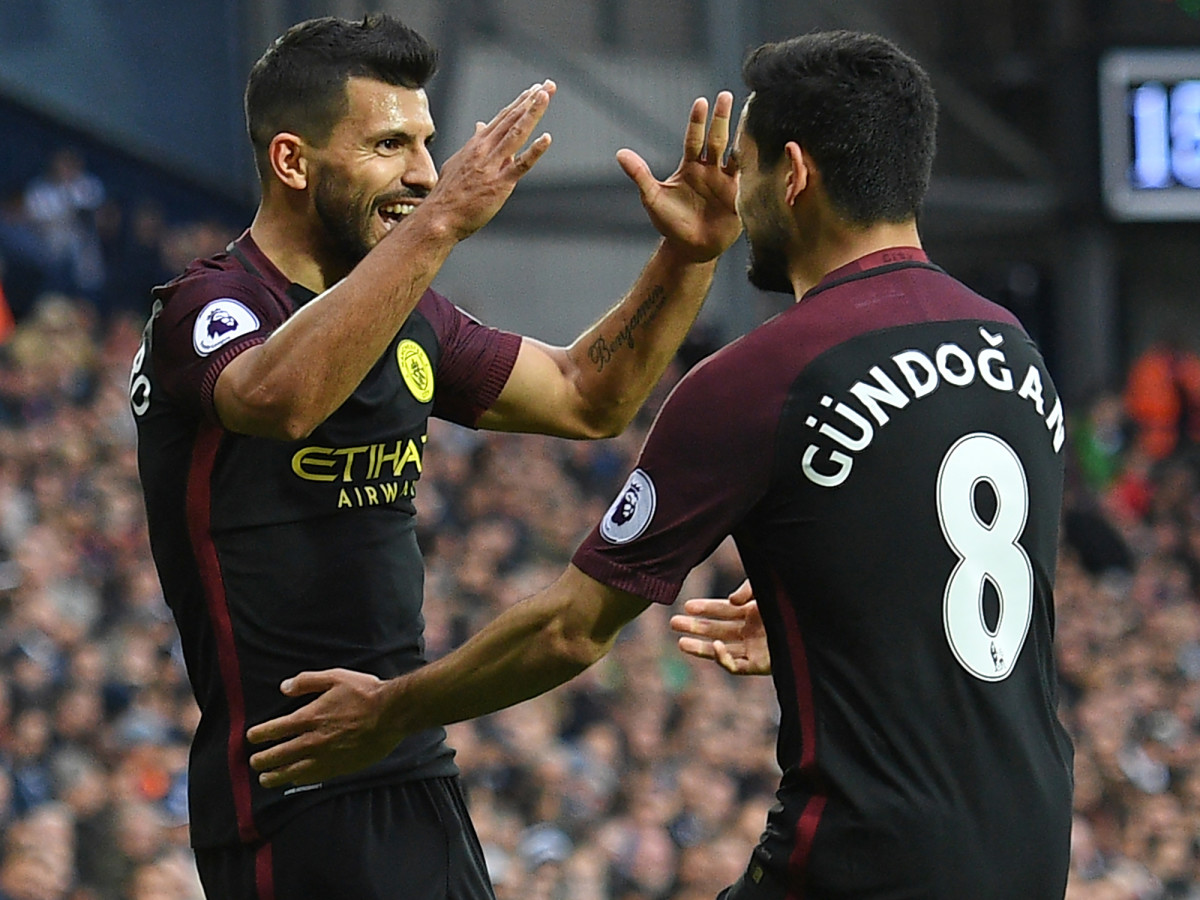 sergio-aguero-manchester-city-high-five.jpg