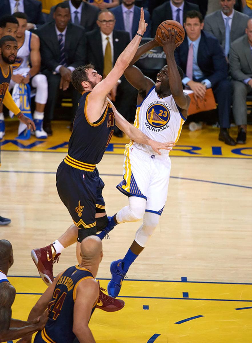 22-NBA-Finals-Game-2-Draymond-Green-Kevin-Love-SI141_TK1_03592.jpg