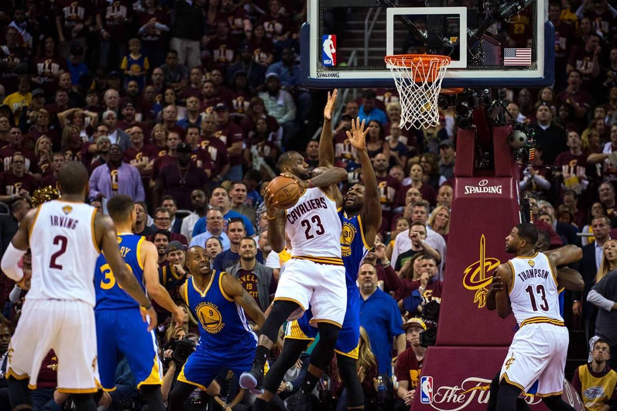 24-NBA-Finals-Game-3-LeBron-James-SI135_TK1_00973.jpg
