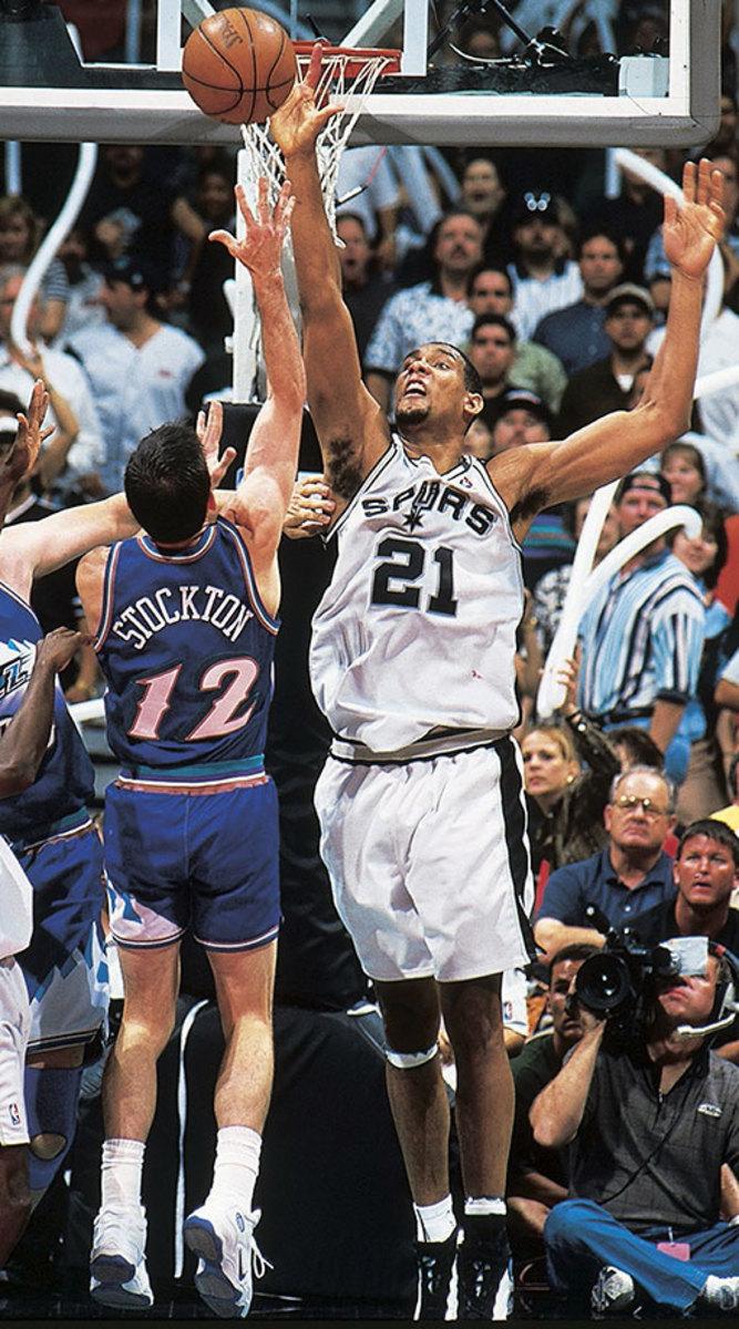 1998-0510-Tim-Duncan-John-Stockton-001315048.jpg