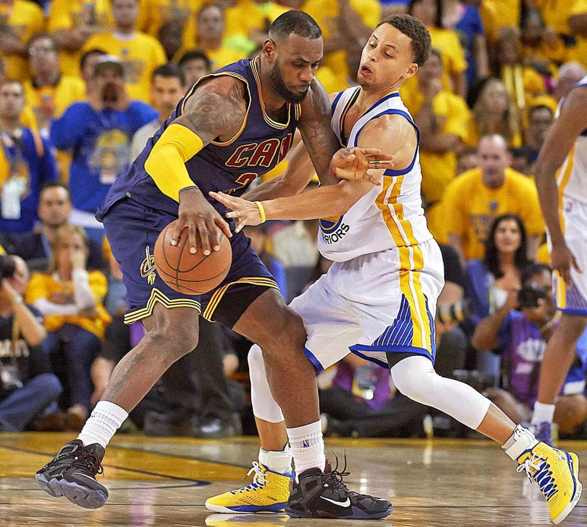 LeBron-James-Steph-Curry-29.jpg