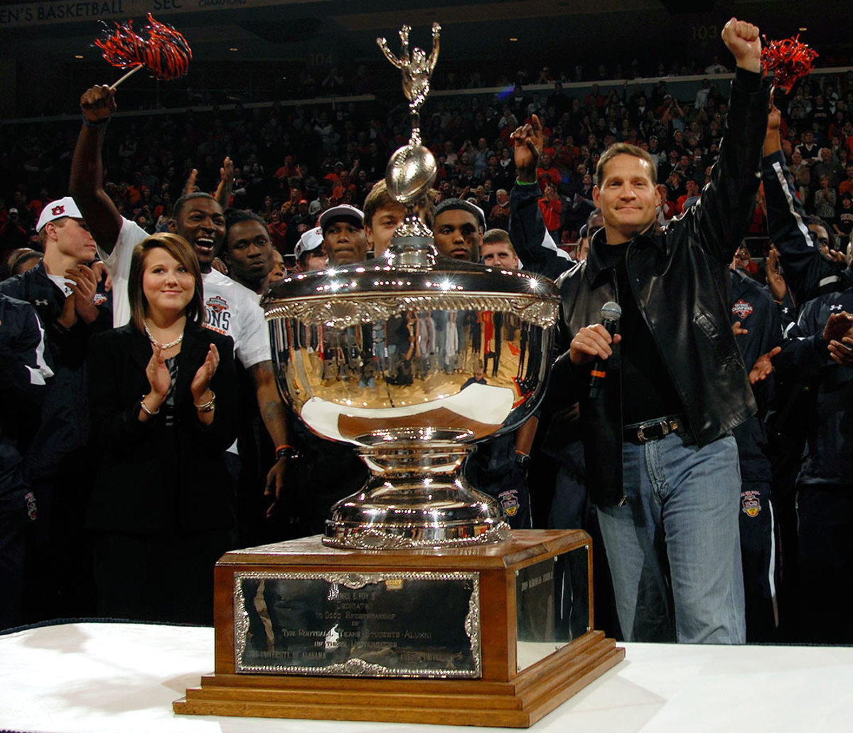 Foy-ODK-Sportsmanship-Trophy-Auburn-Alabama-Gen-Chizik.jpg