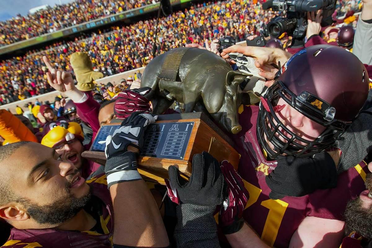 Floyd-of-Rosedale-trophy-Minnesota-Iowa-Joe-Bjorklund-Kyle-McAvoy.jpg