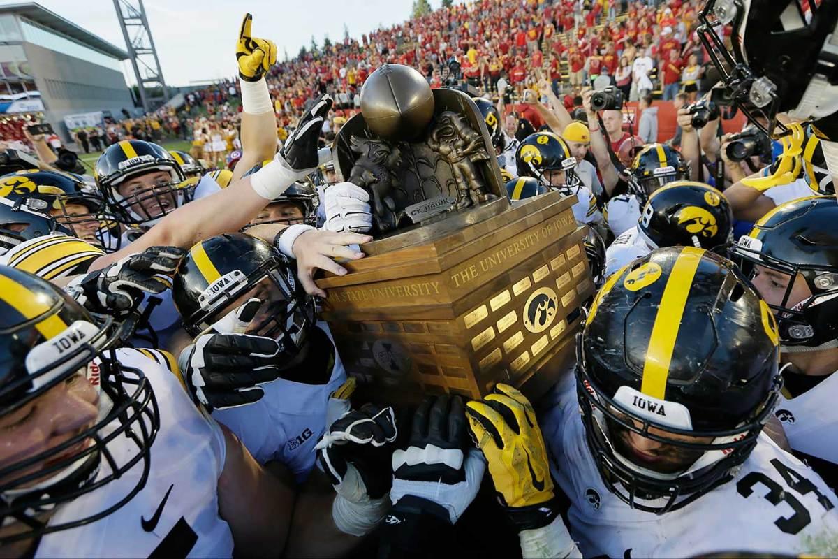 Cy-Hawk-trophy-Iowa-Iowa-State.jpg
