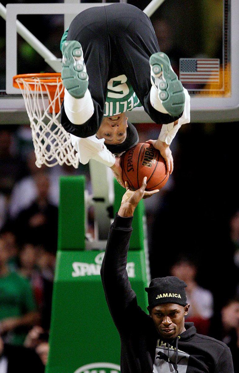 2008-1219-Usain-Bolt-Boston-Celtics-mascot-Lucky.jpg