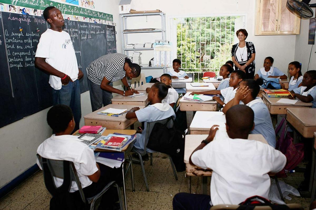2007-1019-Usain-Bolt-school-children.jpg