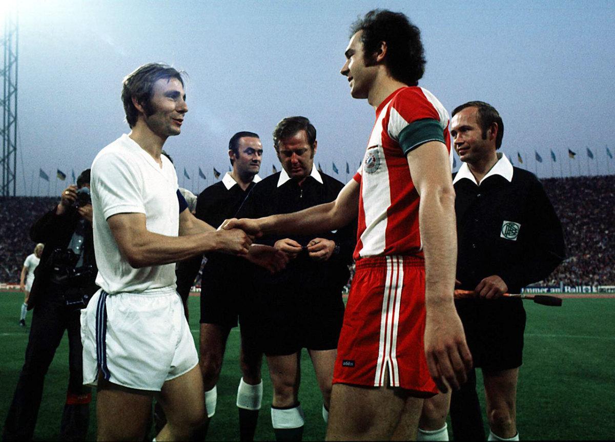1972-Bayern-Munich-Schalke-Reinhard-Libuda-Franz-Beckenbauer.jpg