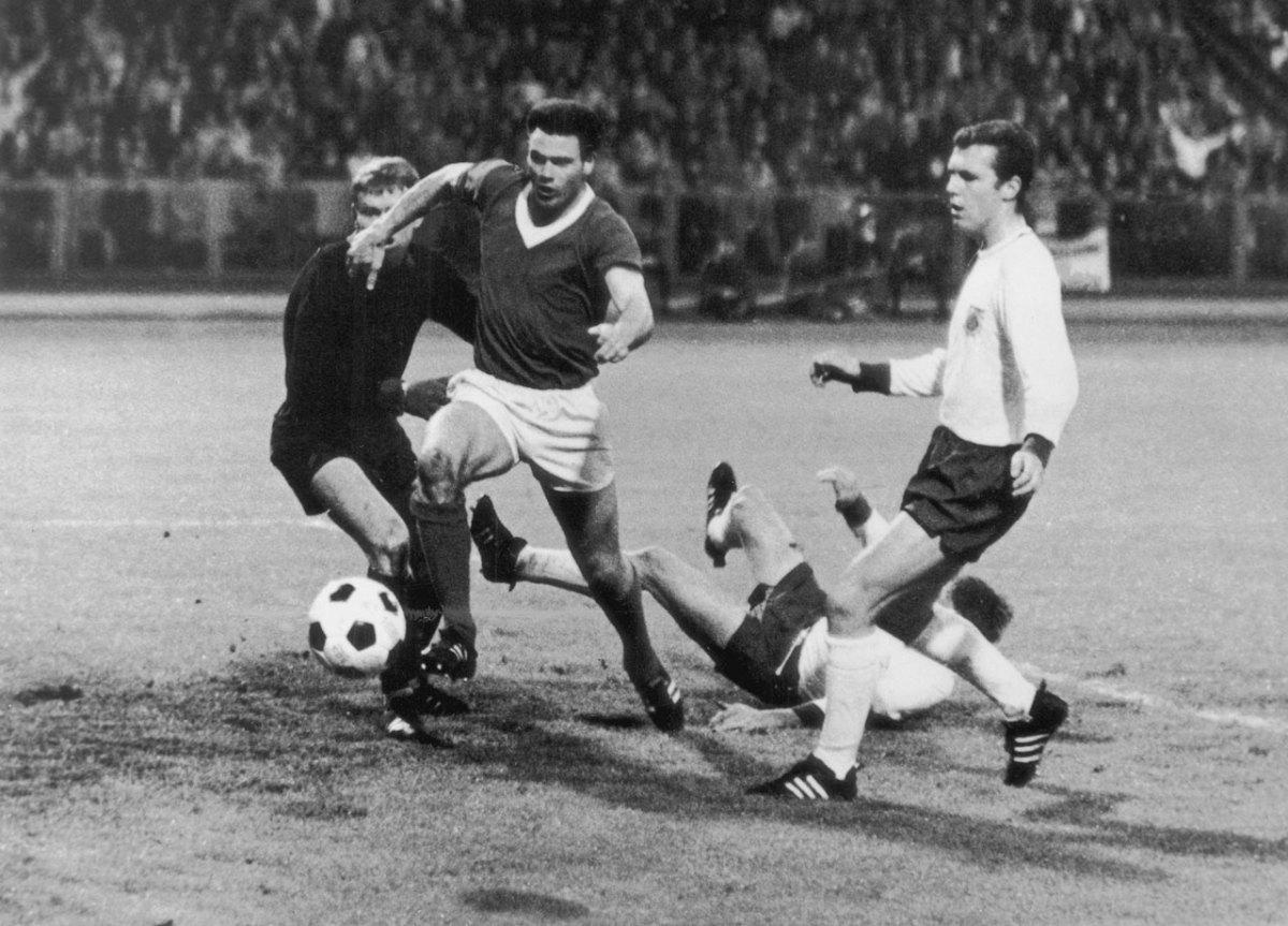 1967-Bayern-Munich-Glasgow-Rangers-European-Winners-Cup.jpg