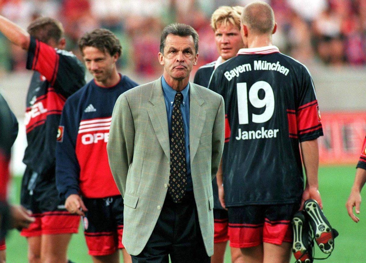 1998-Bayern-Munich-Ottmar-Hitzfeld.jpg