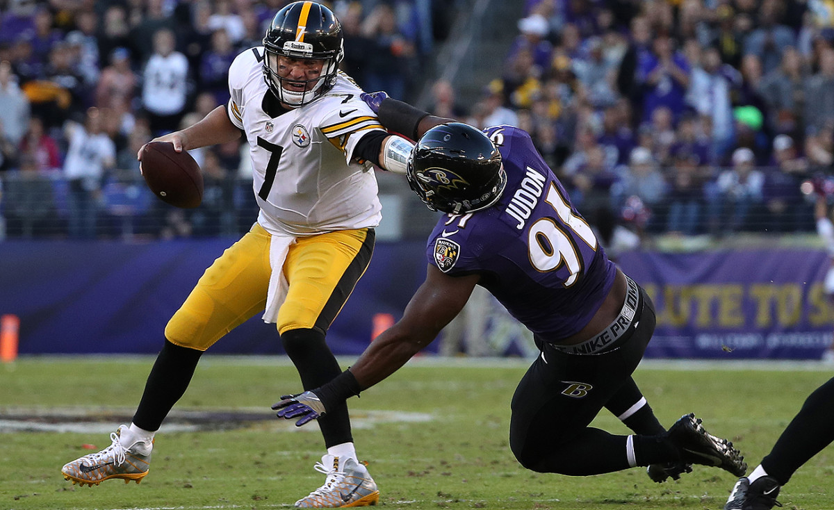 Ben Roethlisberger played through a knee injury but was unable to get the Steelers offense on track against the Ravens.