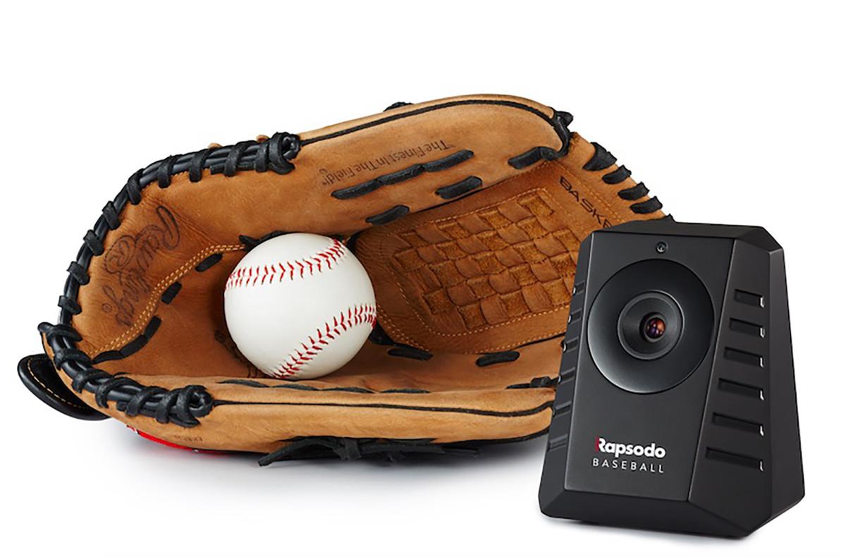 Rapsodo_Baseball_Glove.jpg