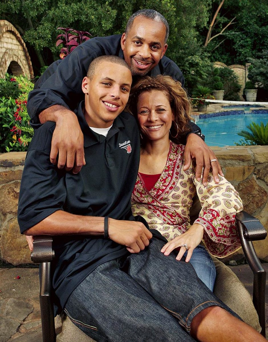 2008-0828-Stephen-Curry-parents-Dell-Sonya-076434092.jpg