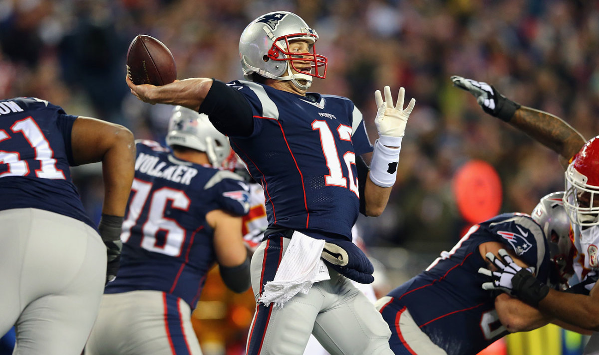 Tom Brady operated in a clean pocket against the Chiefs thanks to the play of the Patriots offensive line.