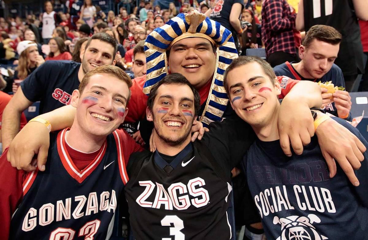 2016-0220-Gonzaga-fans-511493430.jpg