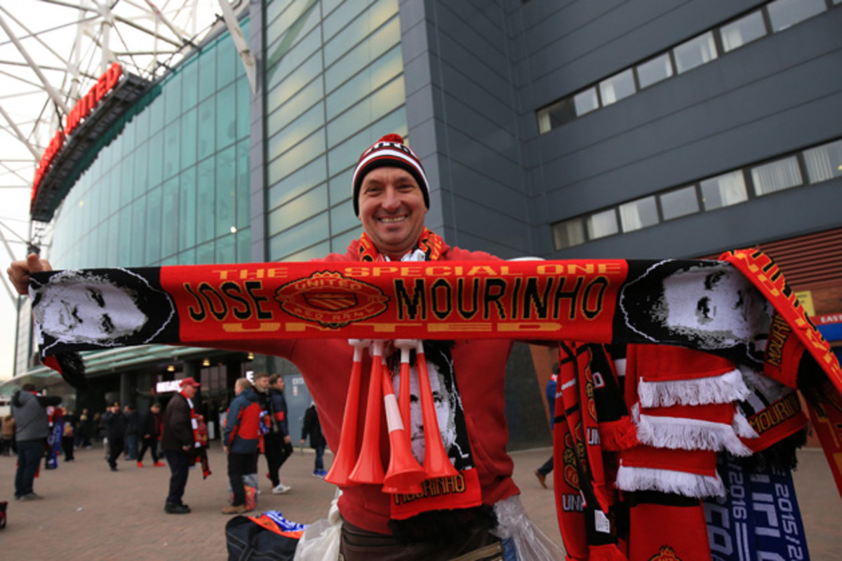 jose-man-united-scarf.jpg