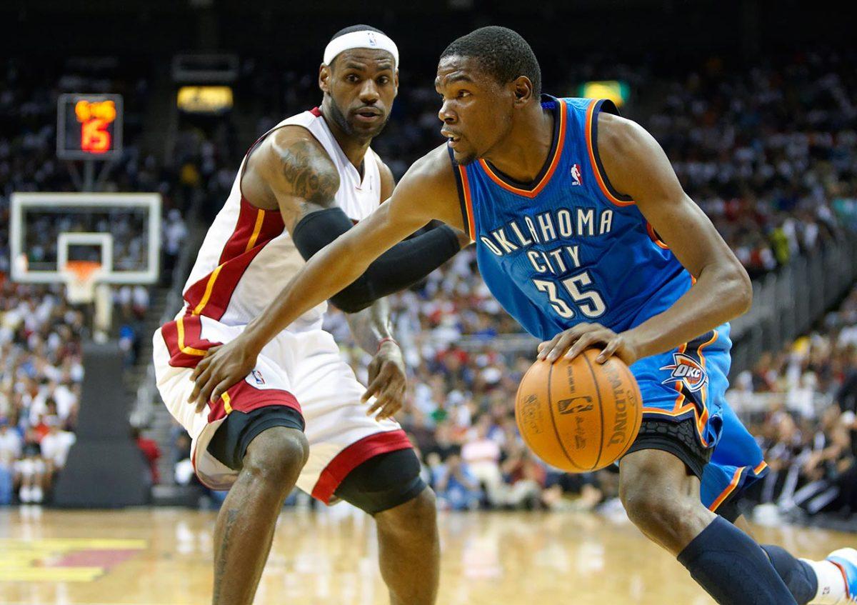 2010-1008-Kevin-Durant-LeBron-James-opy5-6290.jpg