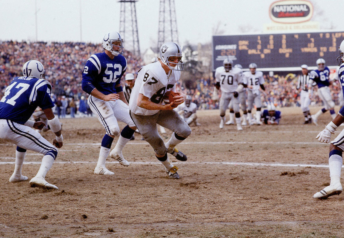 Dave Casper, Raiders vs. Colts, 1977 Divisional Playoffs.
