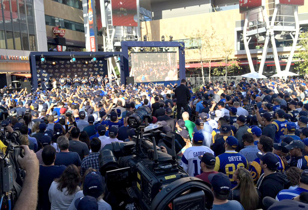 New Rams fans and old—and maybe even a few former players—turned up for the outdoor viewing party at L.A. Live.