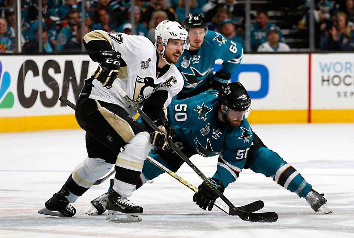 Sidney-Crosby-centers-Don-Smith.jpg