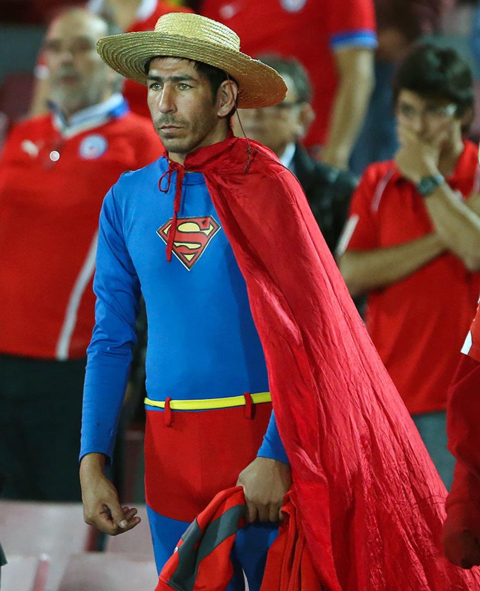 2016-0324-Chile-Superman-fan.jpg