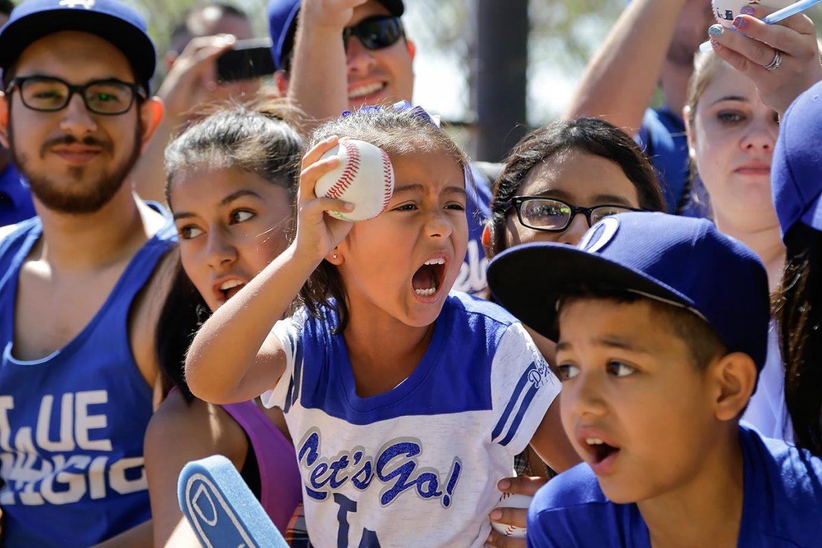 2016-0327-Dodgers-fans.jpg