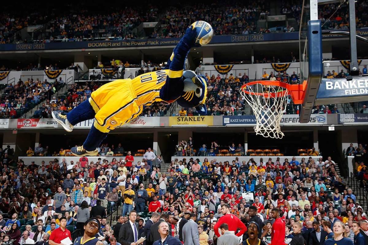 2016-0327-Indiana-Pacers-mascot-Boomer.jpg