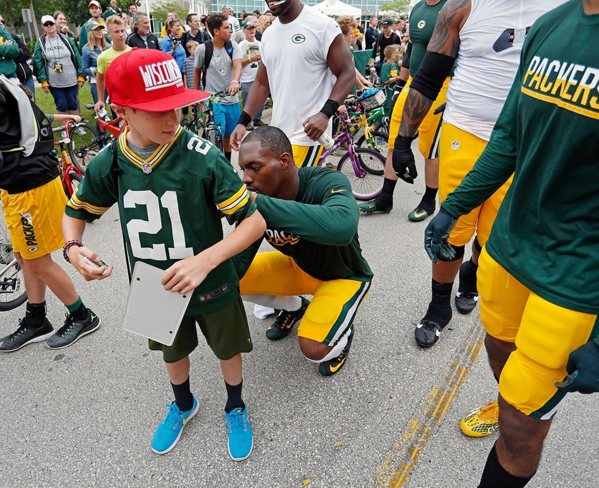 2016-0728-Green-Bay-Packers-training-camp-Ha-Ha-Clinton-Dix-fan.jpg