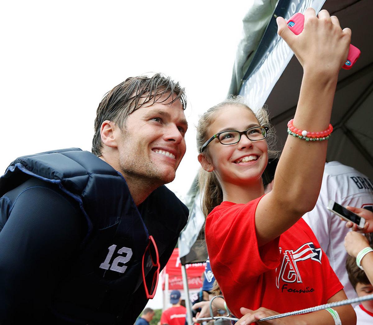 2016-0729-New-England-Patriots-training-camp-Tom-Brady-fan.jpg