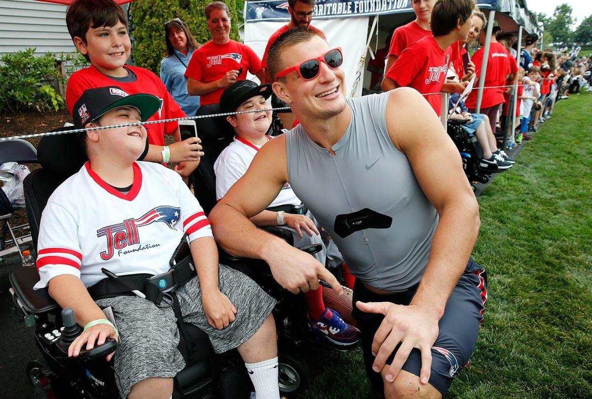 2016-0729-New-England-Patriots-training-camp-Rob-Gronkowski.jpg