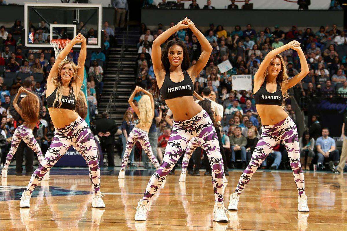 Charlotte-Hornets-HoneyBee-Kat-501139830.jpg
